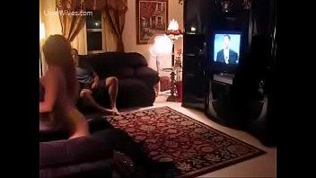 swapping cam4 real hidden wife Cavala encostada no muro de shortinho