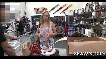 pega ao no shopping Raped by tv mechanic