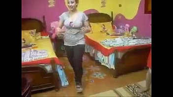 sex vedio com irani Curvy slut handjob video