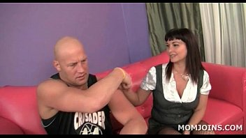 the knees milf bathroo young mouth to guy on giving for her cum blowjob in Raginni sex xxx