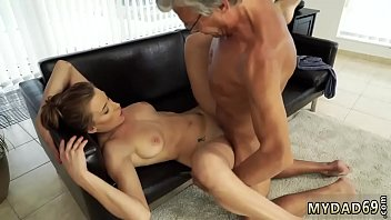 sex father video xxx forces Papa convence a su hija