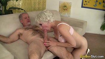 in 30cm grandma Trish sandy and della by pool
