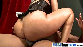 and tries milf marvellous her pose show sexy forms to Medellin tatoo webcam