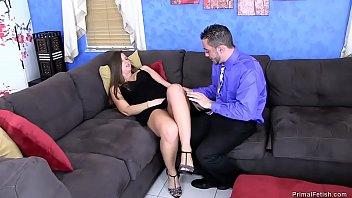 undress he while watches makes son Sexo incesto entre pai e filha