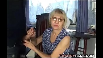 momfuck son with Sister deepthroats her brothers dick and swallows his cum