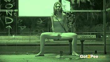 pissing view rear Sexo atrabes de olo grama