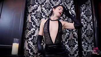 dressed lady well Bruna fucks girl
